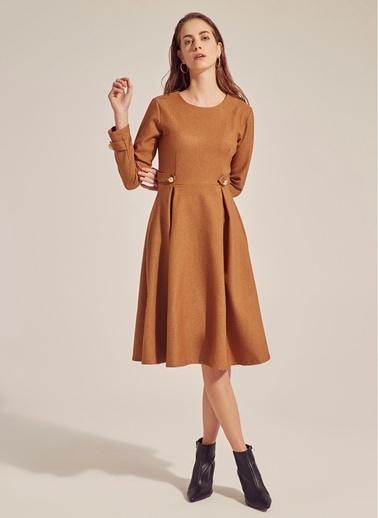 Monamoda Eteği Çan Flanel Pilikaşe Elbise Camel